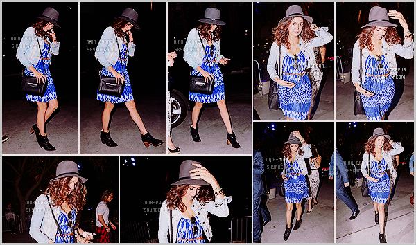• Apparition publique - 22/08/2015 : Nina D' est allée au concert de son amie Taylor Swift à Los Angeles !  Le concert à eu lieu au Staples Center et pour l'occasion elle s'est aussi rendue à un évènement privé organisé par Tommy Bahama.