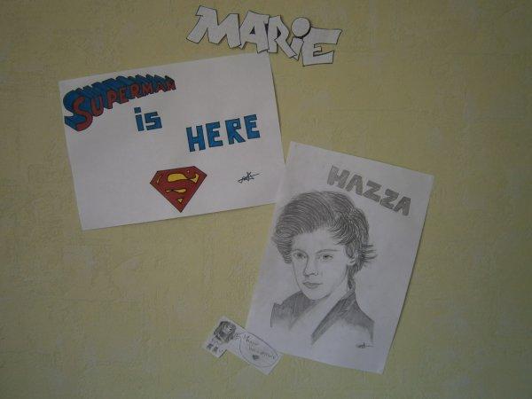 Je redécore le mur de ma chambre avec mes dessins et voilà le début......