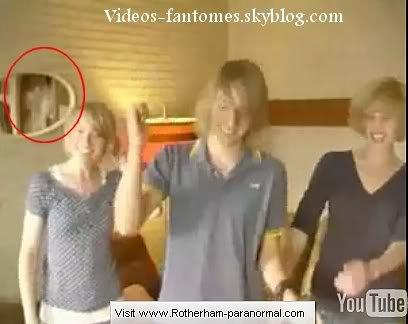Fantôme qui passe dans une maison Durée : 25 sec Lieu : Rotherham, Allemagne Année :  2007 Type : Amateur