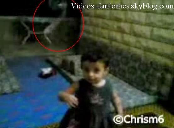Bébé sentant une présence paranormale Durée : 10 sec Lieu : États-Unis Année :  21 Juillet 2008 Type : Amateur