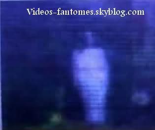 Fantôme de fillette se montrant au grand jour Durée : 2 min 54 Lieu : Cucuta, Colombie Année :  2007 Type : Vidéosurveillance