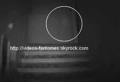 Petit fantôme en haut des escaliers Durée : 35 sec Lieu : - Année :  2006 Type : Amateur