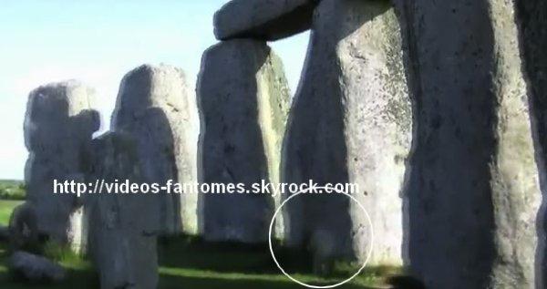 Le fantôme de Stonehenge Durée : 1 min 15 Lieu : Stonehenge, Wiltshire, Angleterre Année :  2009 Type : Amateur
