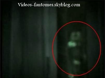 Fantôme en haut d'un escalier Durée : 1 min 28 Lieu : Toronto, Canada Année :  2006 Type : Amateur