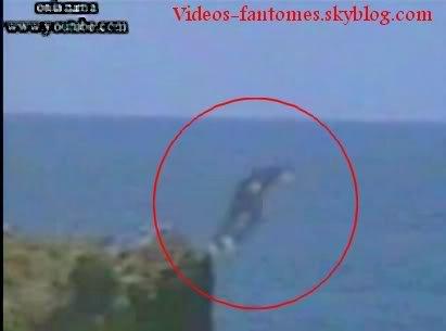 Fantôme d'un suicidé sur une falaise Durée : 1 min 50 Lieu : Nice, France Année :  2006 Type : Amateur