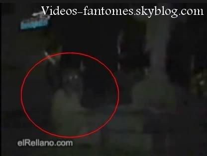 Fantôme dans un cimetière Durée : 1 min 40 Lieu : Mexique Année :  - Type : Professionel