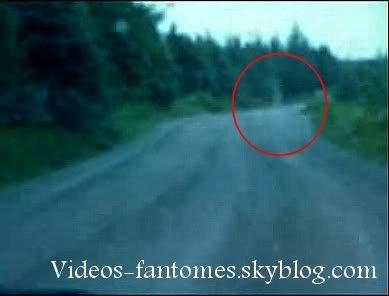 Fantôme sur une route de campagne Durée : 11 sec Lieu : - Année :  - Type : Amateur