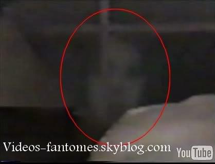 Fantôme derrière un piano Durée : 1 min 12 Lieu : - Année :  2006 Type : Amateur