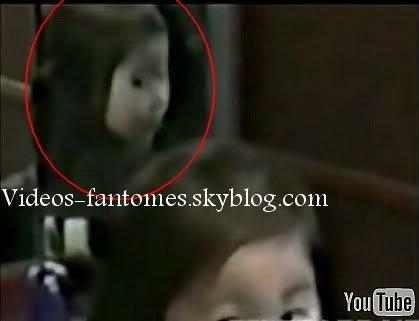 Fantôme de petite fille dans un miroir Durée : 55 sec Lieu : Japon Année :  2007 Type : Amateur