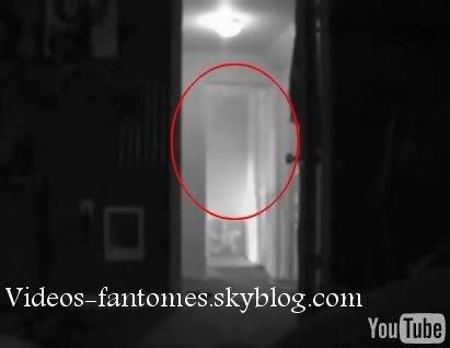 Fantôme passant dans une maison Durée : 22 sec Lieu : États-Unis Année :  2006 Type : Amateur