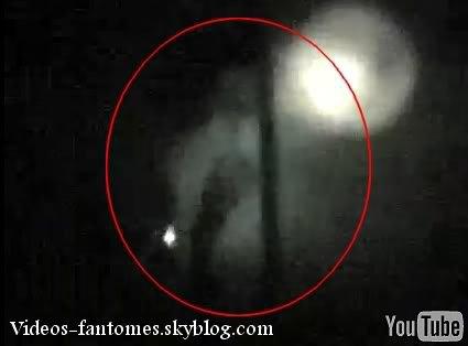 Un fantôme dans une maison abandonnée Durée : 22 sec Lieu : Barton Mansion, Californie, États-Unis Année :  2006 Type : Amateur