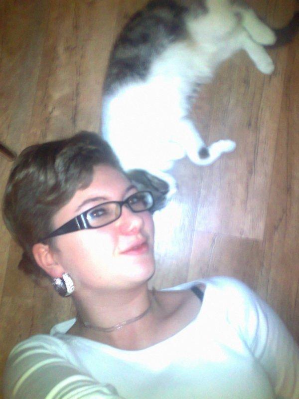 moi et mon chat chipie (la blanche)