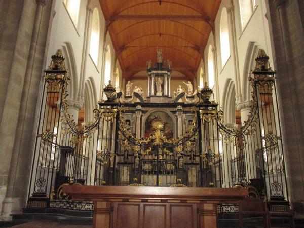 visite de l'intérieur de l'église notre dame de calais part 2