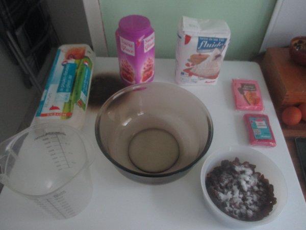 Préparation du gâteau d'anniversaire d'un ami