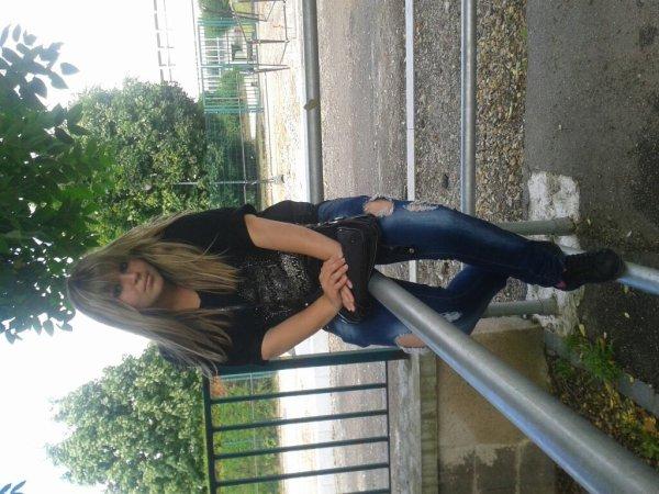 ♥ AalliissOon , 17  Diam's ,  Célibataire , Demande-Moi@Live.Fr  ♥
