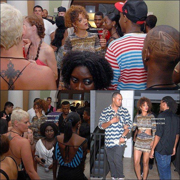 . Vendredi 5 août - Après. son. concert. Rihanna .s'est. rendue. à. l'after-party .organisé par son frère Rorrey. Samedi 6 août - Dans .la .soirée. Rihanna s'est rendue sur un yacht, puis elle a rejoint la plage à la nage avec quelques amis pour aller poser avec ses fans et prendre une bière. Plus tard, elle est retournée sur le yacht où elle a passé la journée. Elle y a pris du bon temps avec les membres de sa famille ainsi que .de nombreux amis. .