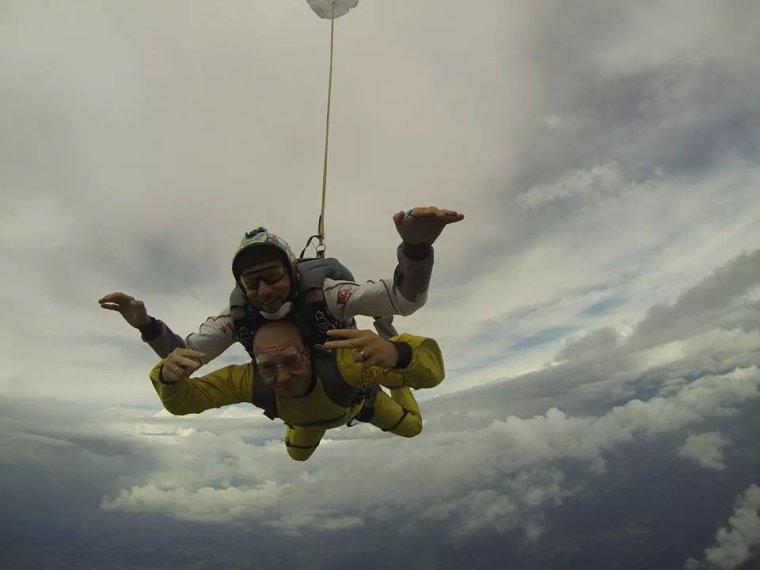 Petit cadeau pour mon amour apres le drift le saut en parachute