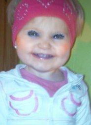 mes deux petite filles voici lahina 14 mois est ma petite fille kellyana nee le 26 novenbre 2011