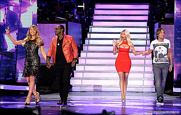 . 17th April  - Nicki Minaj glamour et j'en passe, participait au show « American Idol Season 12 ».  (+) Nicki a offert un Pink Pill à Reginae, la fille de Lil Wayne..