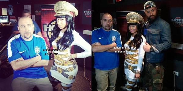 . 29th May  - Nicki s'est rendu dans la matinale de la radio HOT 97 avec l'animateur Peter Rosenberg. .