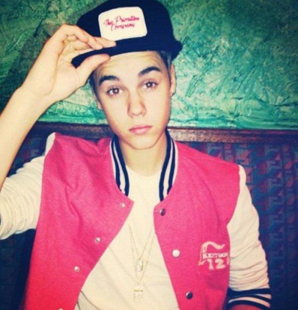 Justin un artiste que je kiff il a style de bad boy tros swagg !!!! :P
