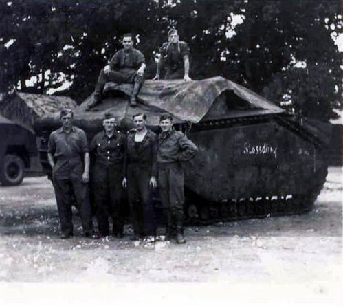 """LES GROSSTRAKTOREN ( """"tracteurs géant """")"""