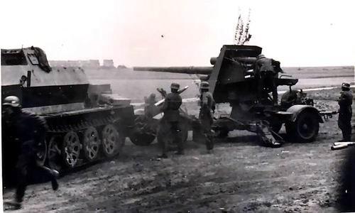 BUFLA. 8,8cm flak18 (sfl) auf zugkraftwagen 12r (Sd.Kfz.8)