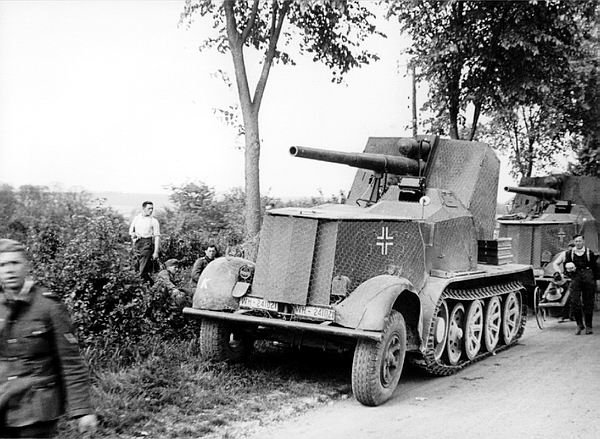BUFLA ! - 8.8cm Flak18 (Sf) auf Zugkraftwagen 12t ( Sd.Kfz.8 )... suite