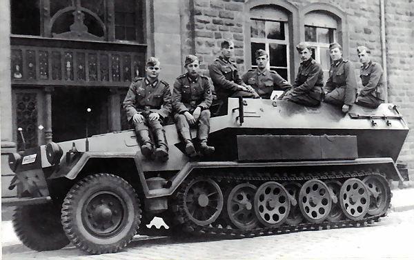 Schutzenpanzerwagen Sonderkraftfahrzeug 251 (suite )