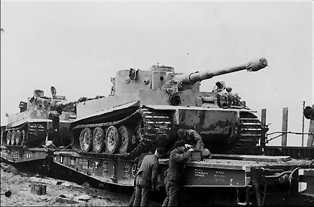 Les mécanos de l 'impossible des Schwere Panzer Abteilung.