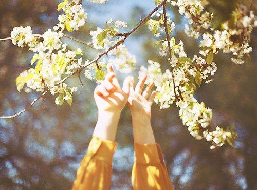 •  Si tu veux être heureux, sois-le. !    •