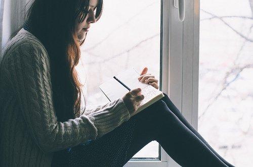 •   Ecrire est un voyage du coeur... à la plume. C'est un voyage  •   merveilleux car on peut  lire ce  qu'il y a en notre coeur.   •