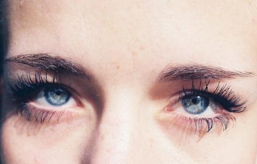 •  Parfois, nos yeux  doivent  être lavés de nos larmes pour  •  qu'ils puissent voir la vie avec un regard neuf  •