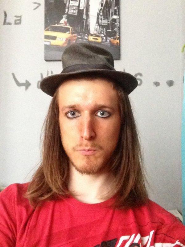 I look like a witch. (With la voiture pour la défoncer par derrière) mdr