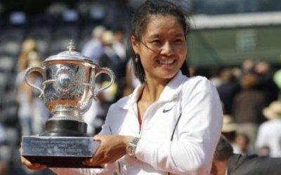 Tennis: Tournoi du grand chelem: Roland-Garros 2011. Du 22 mai au 05 juin. Chez les dames: La chinoise Na Li remporte le tournoi!