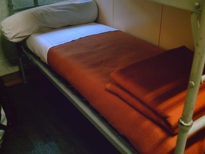 le lit au carr vie d 39 un jeune homme. Black Bedroom Furniture Sets. Home Design Ideas