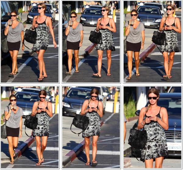 ** 27 Septembre _  Nicky & sa belle-s½ur Laura Katzenberg de sortie à Malibu. **
