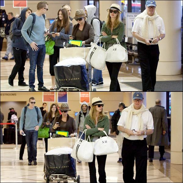 ** 20.12.2010 _  Nicky  ses parents & son chéri David ont étaient repérer à l'aéroport international LAX (L.A)