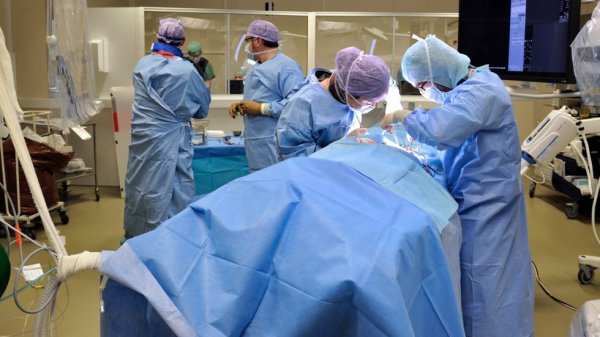 internes en médecine, passionnés en chirurgie ...