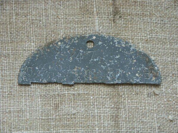 Demi de plaque d'un Waffen-SS de la 10ème compagnie du bataillon d'instruction de déploiment spécial.