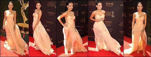 ► 1 Mai 2016 - 2016 Daytime Emmy Awards | Los Angeles Nous retrouvons Karrueche dans une jolie petite robe beige volante. Je la trouve super classe et super belle. Gros top!
