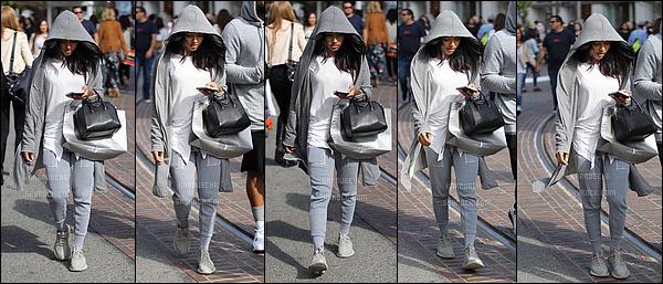 ► 8 Mai 2016 - Shopping with friend at The Grove | Hollywood Karrueche a opté pour une tenue totalement décontractée pour ce candid! En effet, nous la retrouvons en jogging, yeezy, et veste à capuche, et le tout en se cachant!