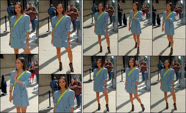 . 21.09.17 ◊ Karrueche Trana été vue alors qu'elle sortait du « Wendy Williams Show » à New-York City. Je suis pas réellement fan de sa tenue sur ce candid, en toute franchise.. Je trouve que la bandoulière fluo déparaille toute la tenue..  .
