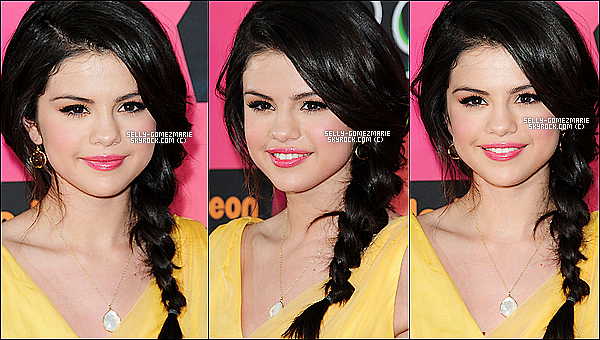 """Selena aux Kids Choice Awards 2010 - Elle a remporter le prix de """"Actrice de Télévision Favorite"""" Elle portait une très jolie robe, sa coiffure et son maquillage sont parfait, je dirais que c'est un top ! et vous ?"""