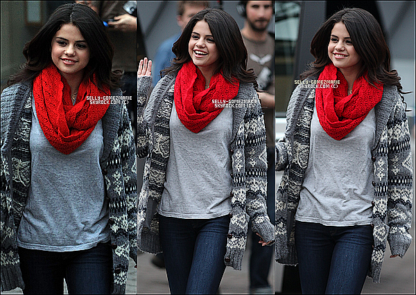 Notre jolie & souriante Selena sortant des studios MTV, à Londres.