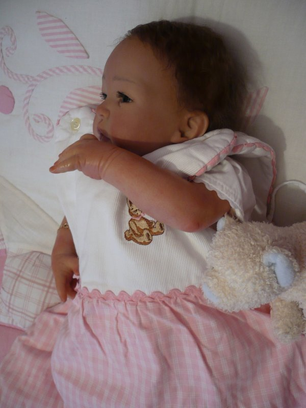Ann-Lee a bien du mal à s'endormir... (2)
