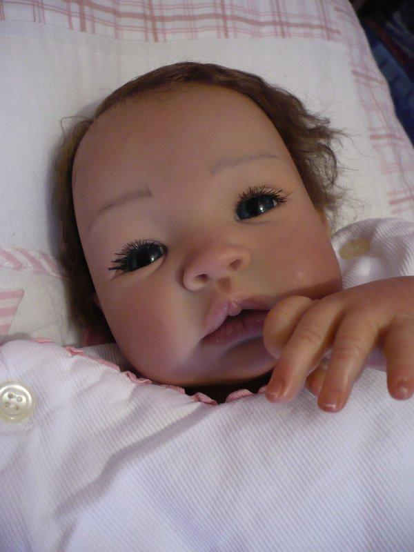 Ann-Lee a bien du mal à s'endormir... (3)
