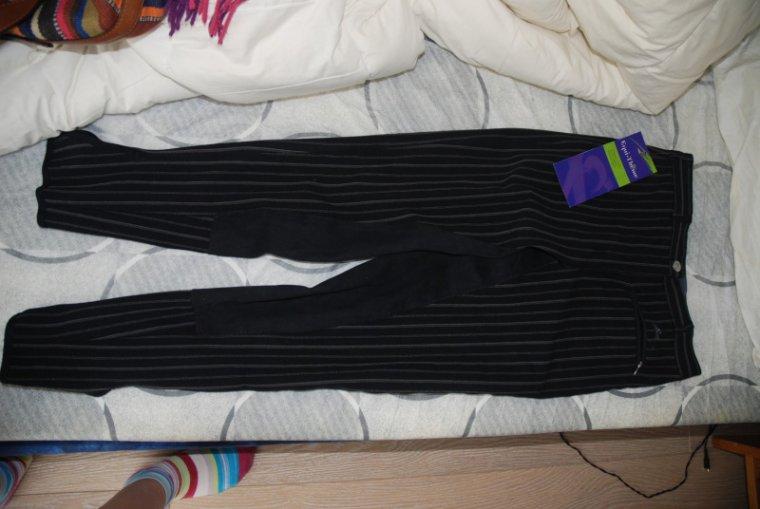 Pantalon neuf EQUITHEME taille 40 mais taille comme un 38, fond de peau, valeur 90e