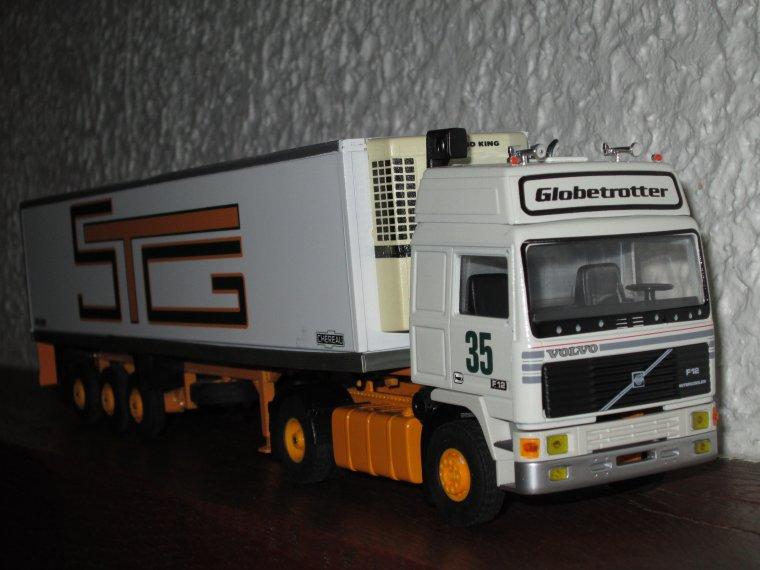 VOLVO  F 12 GLOBETROTTER SEMI FRIGO STG
