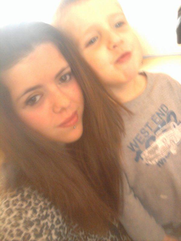 moi et mon petit frere giovanni <3